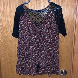 Torrid size 00 short sleeve black flowers and lace